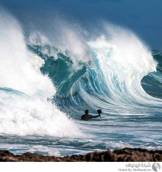 الأمواج المتلاطمة