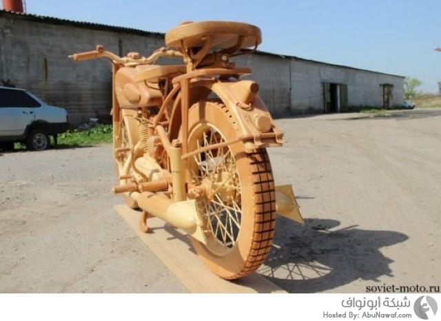 نحت الدراجة السوفيتية القديمة بالكامل من الخشب  1