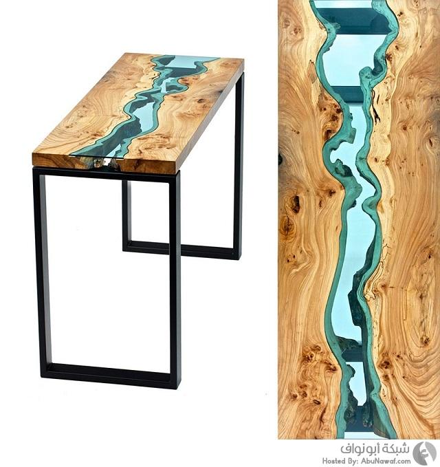 منحوتات لأنهار زجاجية وسط طاولات خشبية 4