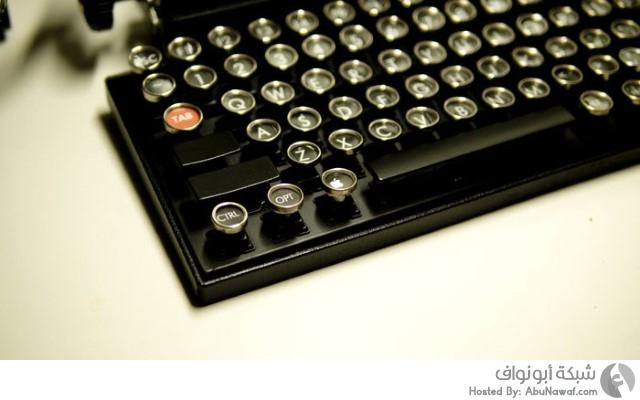لوحة المفاتيح مشابهة لطبيعة عمل آلة الكتابة القديمة  1