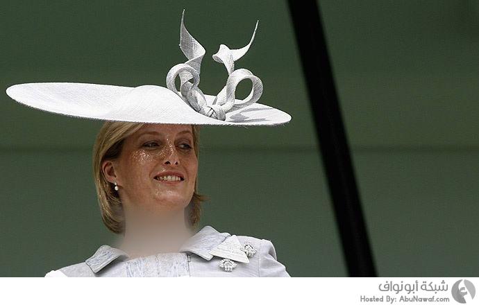 قبعات غريبة