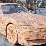 سيارة بي أم دبليو من الطوب