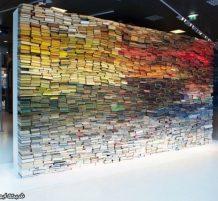 جدار عملاق من الكتب