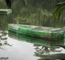 قارب بلاستيكي