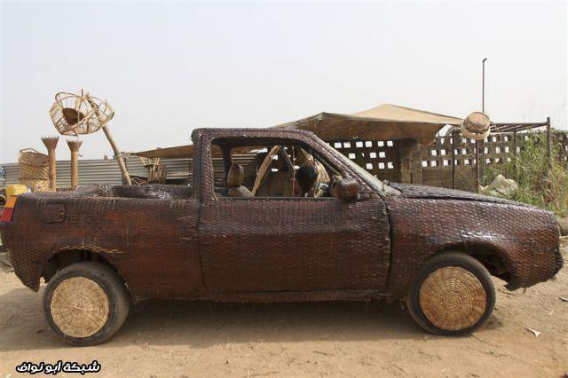 سيارة من الخوص