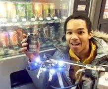 شاب يخترع روبوت
