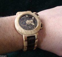 ساعة يد خشبية