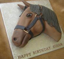 كيكة بشكل رأس حصان