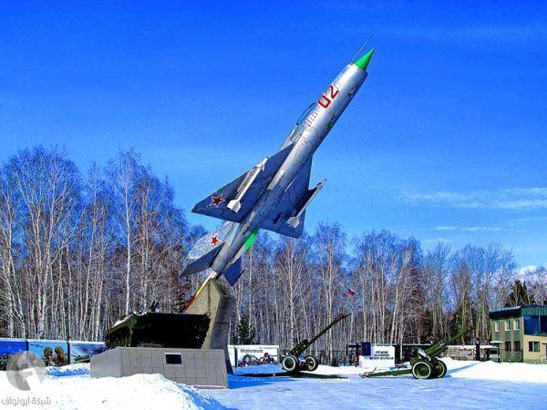 تمثال لطائرة