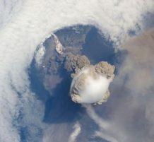 الانفجارات البركانية من الفضاء