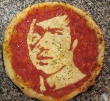 بروس لي على البيتزا