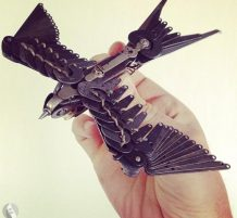 طائر من قطع الآلة الكاتبة
