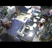 عائلة تستغل طفل لسرقة محل في جدة