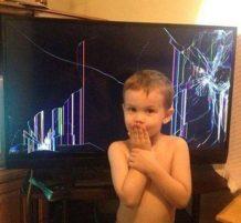 طفل كسر لشاشة ويقول مو أنا