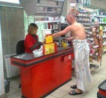 يتسوق بدون ملابس