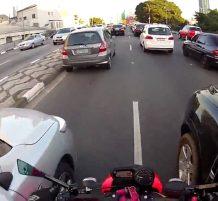 دراجة نارية بشكل متهور