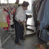 ثعبان في محل ملابس