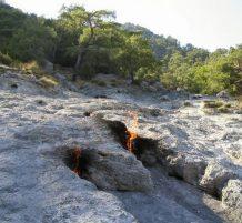 الصخور المشتعلة