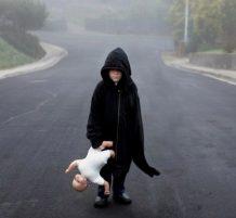 طفل مصاب بالتوحد
