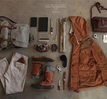 ملابس وأدوات مرتبة بشكل جميل
