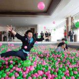 حوض يحتوي على مليون كرة