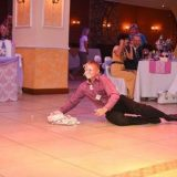 نادل يسقط ومعه كيكة حفل زفاف