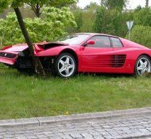 سيارة فيراري محطمة