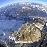 غرفة زجاجية فوق جبال الألب