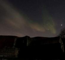 أضواء خلابة تزين سماء شمال بريطانيا