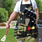 طباخ يجهز ملابسه لحمل ادواته واستعمالها بسهولة