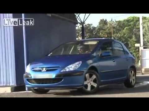 غسل السيارة