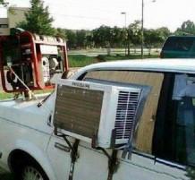 مكيف شباك تم تركيبه لسيارة