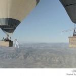 السير على حبل مشدود بين البالونات الهوائية