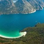 شاطئ مدهش على شكل هلال في أستراليا
