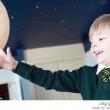 طفل يرسل استفسارات الى ناسا