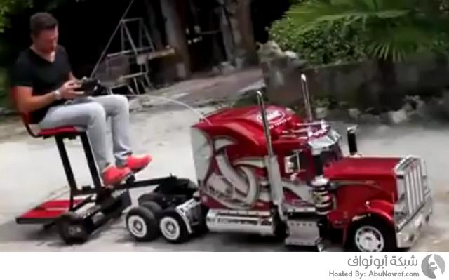 لعبة على شكل شاحنة