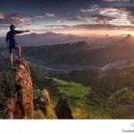 مصور يجوب المنحدرات المرتفعة جداً لالتقاط صور بأسلوب عين الطائر