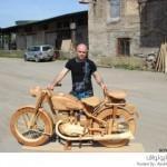 نحت دراجة نارية قديمة من الخشب