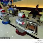 الروبوتات تقدم وجبات الطعام 2