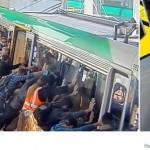 عمل بطولي لإنقاذ رجل علق بين القطار ومنصة الركاب