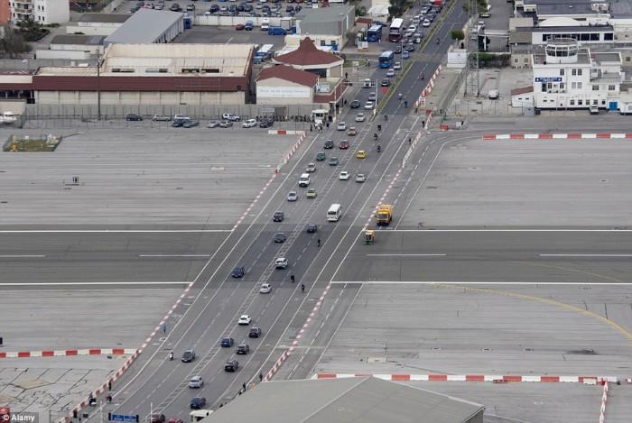مطار جبل طارق4