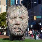 تمثال العلكة في كندا