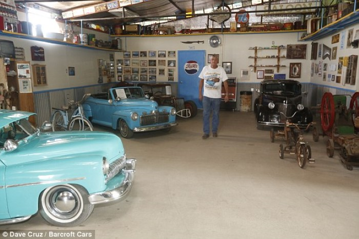 متحف سيارة قديمة كلاسيكية مصغرة