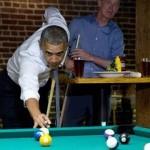 أوباما يلعب بلياردو