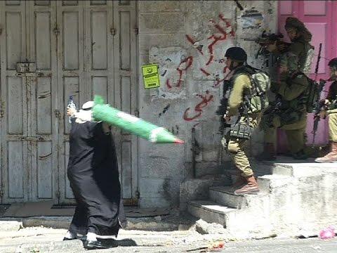 شجاعة المسن الفلسطيني مع الجنود الأسرائيليين