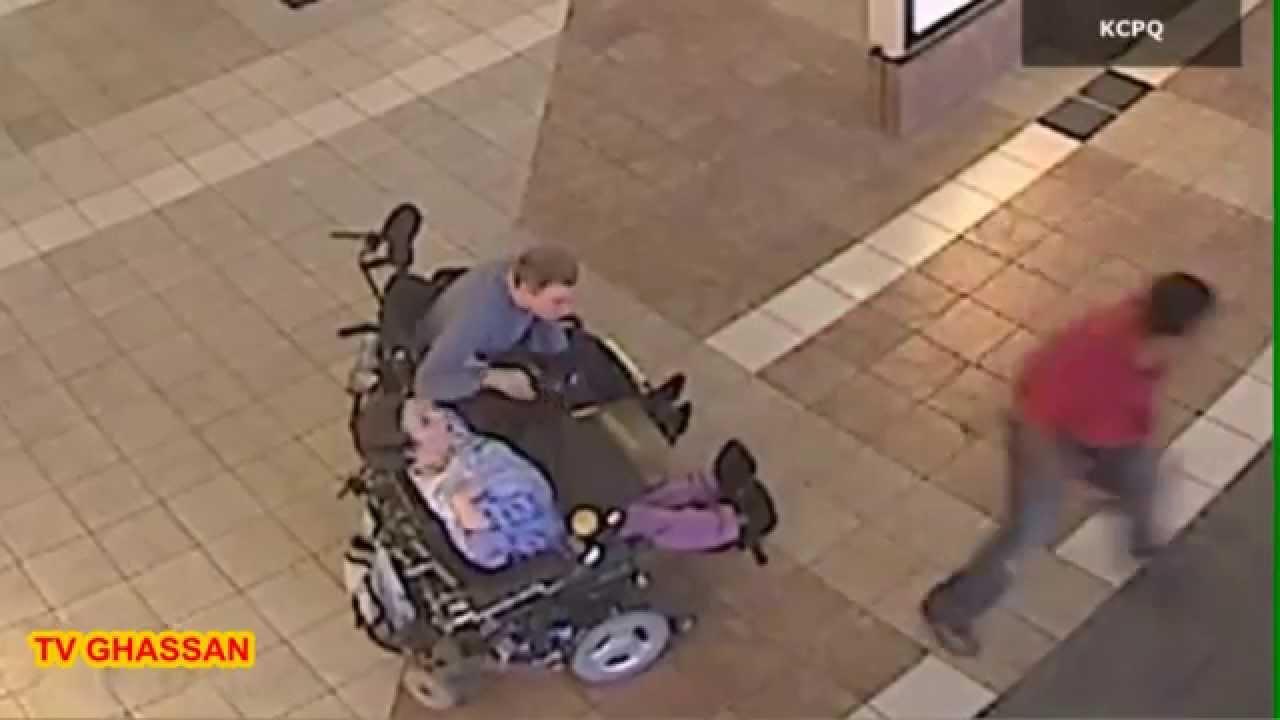حرامي يسرق من سيدة من ذوي احتياجات خاصة