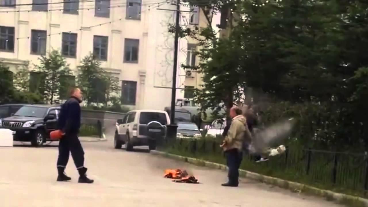 إنقاذ روسي يحاول يحرق نفسه