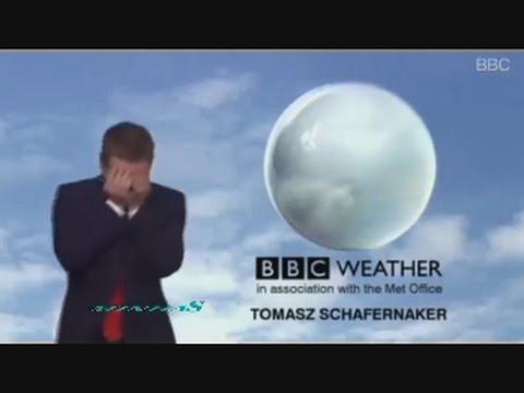 مذيع بي بي سي يقع في موقف محرج على الهواء..! (فيديو)
