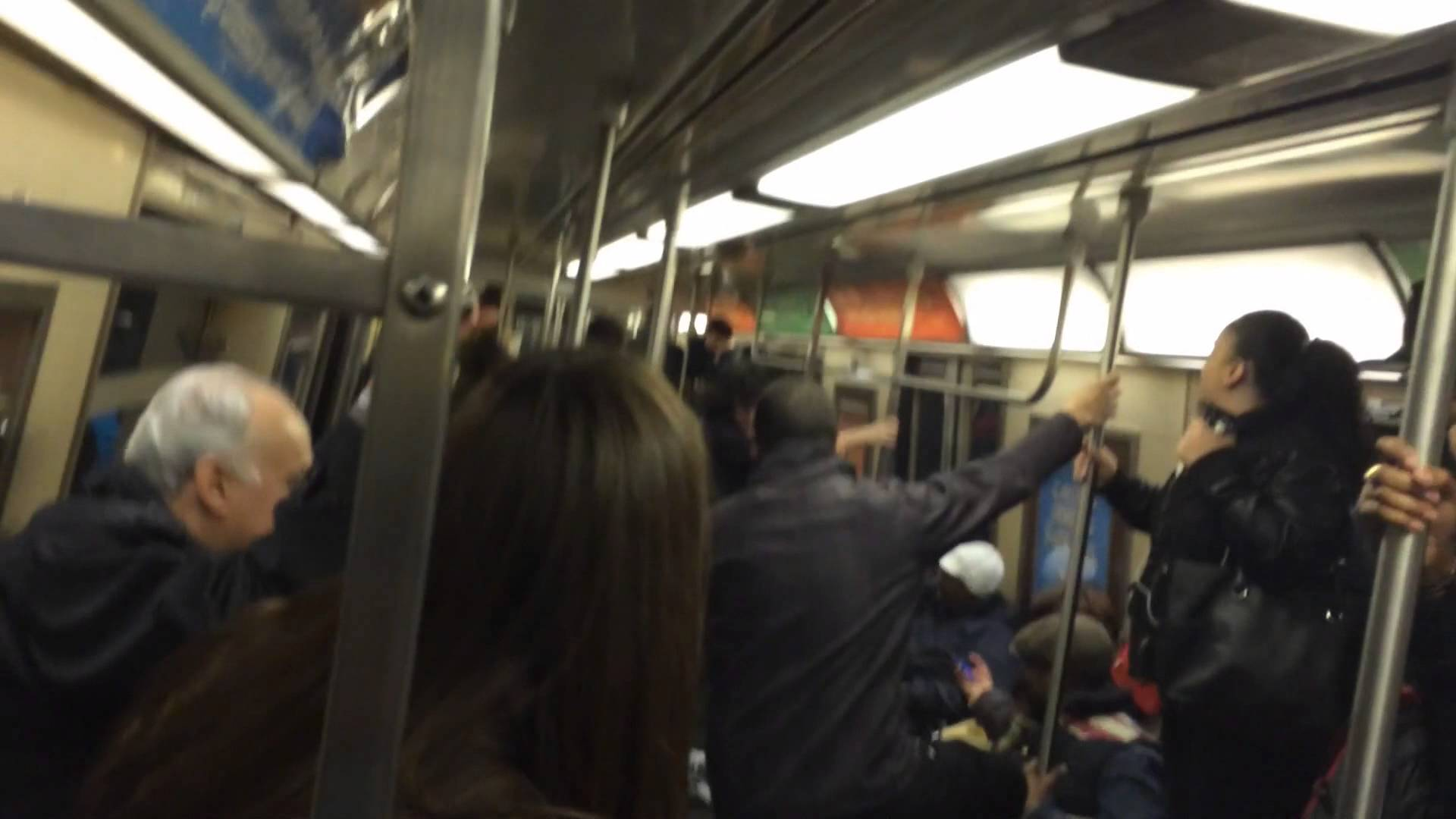 جرذ يرعب الركاب في المترو