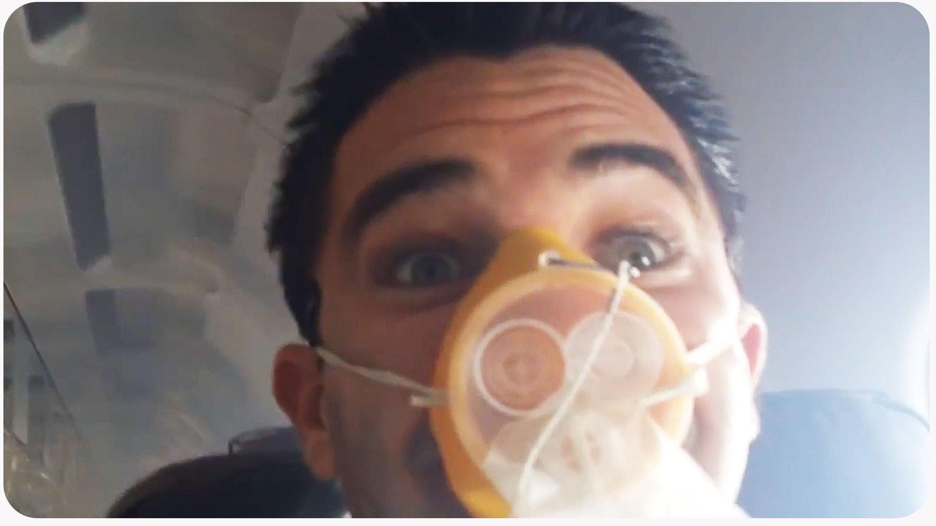 لحظات رعب لركاب طائرة بعد انفجار محركها الأيمن..! (فيديو)